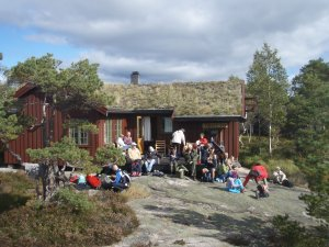 Trottohytta, flott beliggende på Mosfjellheia. Foto: Anita