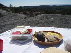 Deilig søndagsfrokost på Badstufjellet.. Foto: Anita Breivold